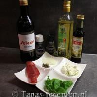 Ingrediënten bonbon van gedroogde runderham en roomkaas met een salade van ui en verse kruiden