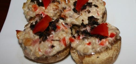 Champignons gevuld met geitenkaas en ontbijtspek