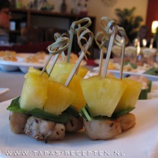 Zoetzure kipspiesjes met ananas